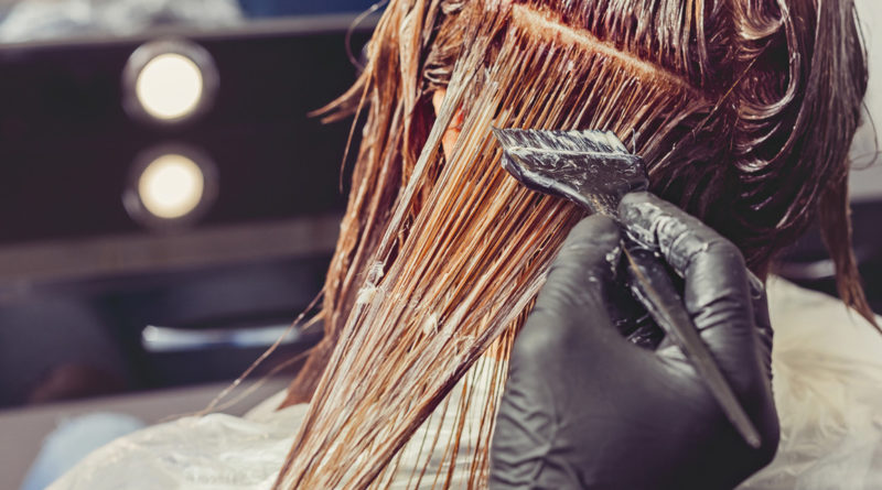 Mały poradnik jak bezpiecznie pofarbować włosy w domu