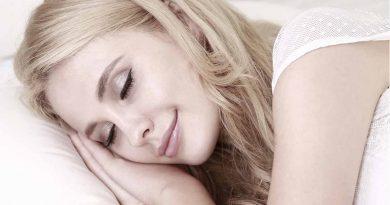 Jak chronić włosy nocą, pielęgnacja włosów nocą